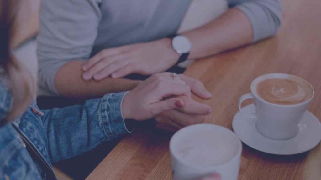 国際恋愛 不安 理解 言語の壁 英語 手を繋ぐ カップル